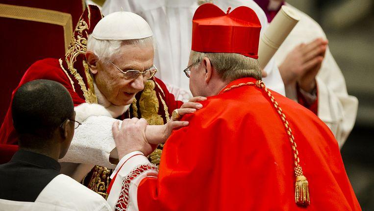 Bisschop Eijk wordt door paus Benedictus XVI tot kardinaal verheven, in februari 2012. Beeld ANP