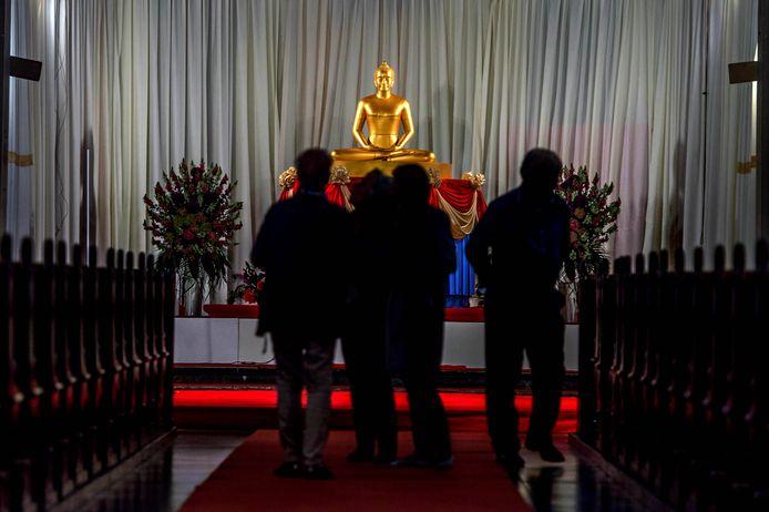 Boeddhistische processie in Afferden.