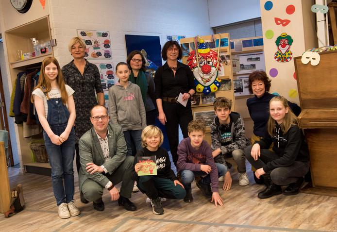 Er is in Nuenen een prentenboek gemaakt dat gaat over een transgender konijntje. Bij basisschool de Mijlpaal werd het   aangeboden.