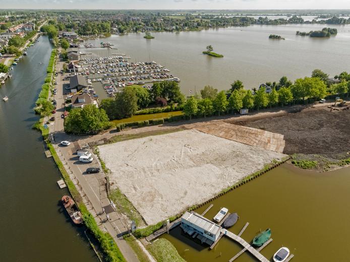 De locatie waar restaurant Loetje was gepland: de Notaris D' Aumerielaan/Burgemeester Lucasselaan en de kruising met de Ree in Reeuwijk. (Archieffoto).