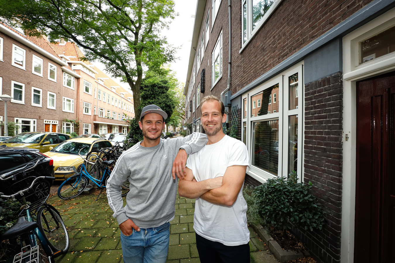 Robbert Kemperman en Philip Thiadens in de Bonairestraat in Amsterdam.