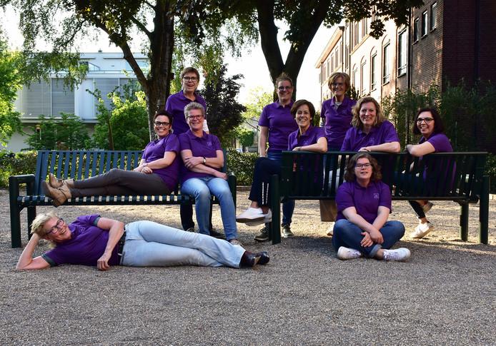 Van links naar rechts/boven naar beneden: Helen, Astrid, Annemiek, Monique, Ank, Marlou, Anja, Desirée, Marleen en Ineke. Linda ontbreekt op de foto.