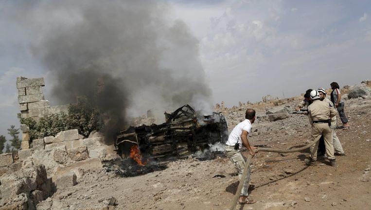 De Russen bombardeerden onder andere een basis van de islamitische Ahrar al-Sham in Idlib. Beeld reuters