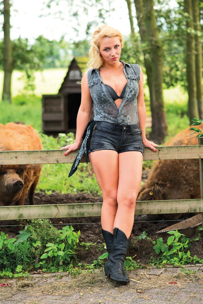 Ommelse boerin op kalender: Beschaafd en sexy, geen harde