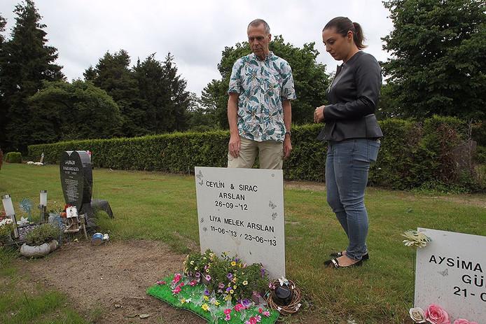 Kunstenaar maakt monument voor graf waarvan beertje gestolen was