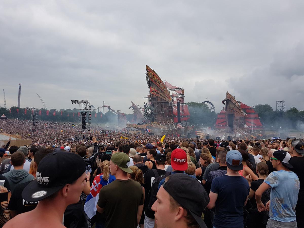 Defqon.1, het grootste dance-evenement van Nederland kreeg dit jaar een online-editie, Defqon.1 at Home. Dat maakte Q-dance, de organisator van het populaire hardstyle-evenement bekend. Vanwege de coronacrisis is het reguliere festival van dit jaar uitgesteld naar 2021.
