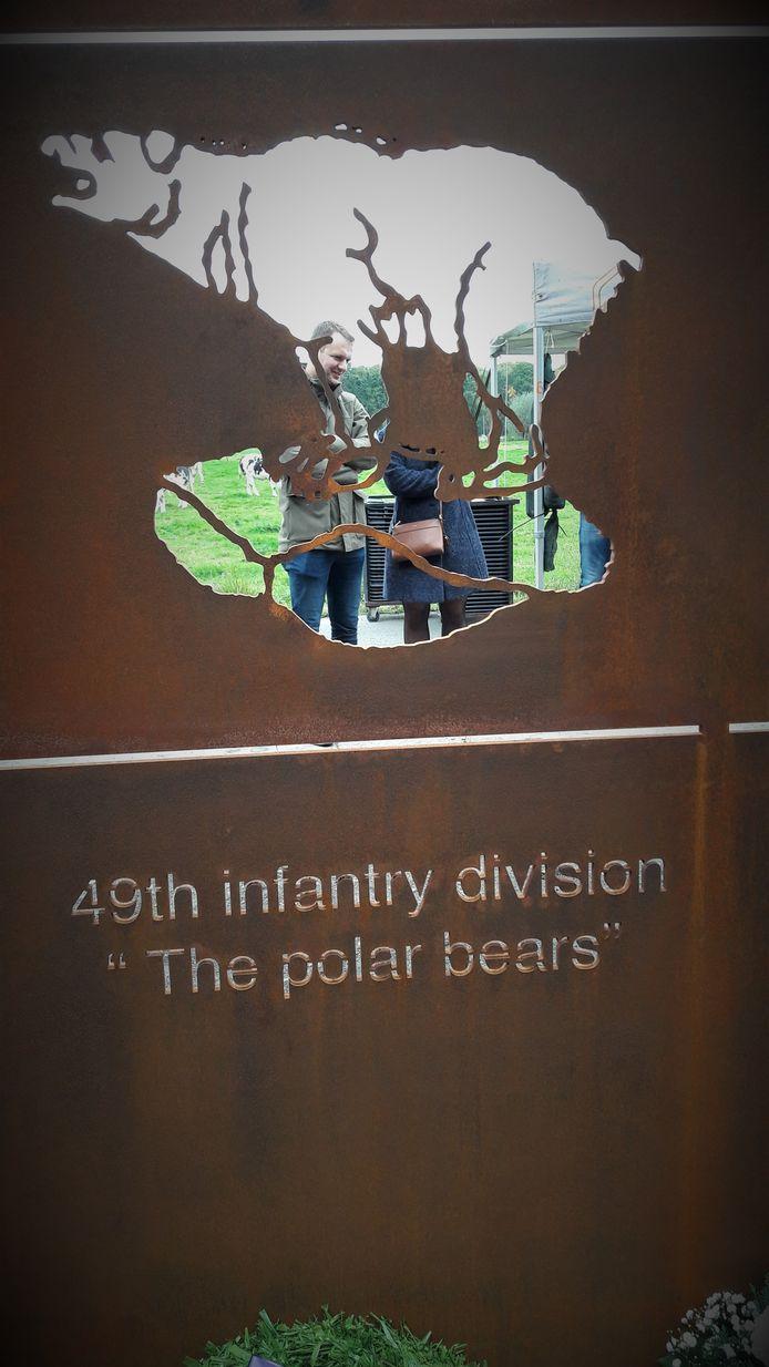 Ook de Polar Bears zijn te vinden in het Essense monument.
