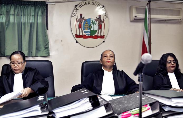 De drie vrouwelijke rechters van de Krijgsraad: Suzanne Chu ,Cynthia Valstein-Montnor en Rewita Chatterpal (vlnr)