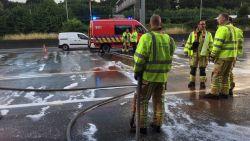 """Drie rijstroken versperd door oliespoor op Antwerpse ring, al meer dan twee uur file: """"Vermijd de omgeving"""""""