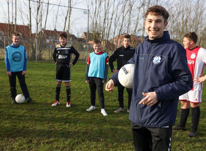 In het weekend is Kaj Zwerver voetbaltrainer.