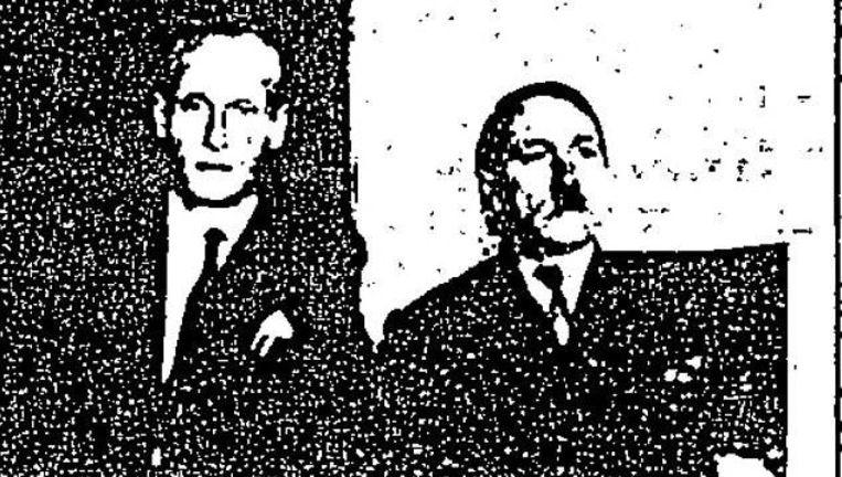 """De voormalige SS-officier Phillip Citroen bezorgde de CIA deze foto waarop hij naast een man zit die goed op Hitler lijkt en volgens Citroen """"beweerde Hitler te zijn en door gevluchte nazi's Führer werd genoemd""""."""