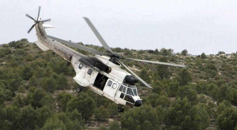 Een Super Puma-helikopter Beeld epa
