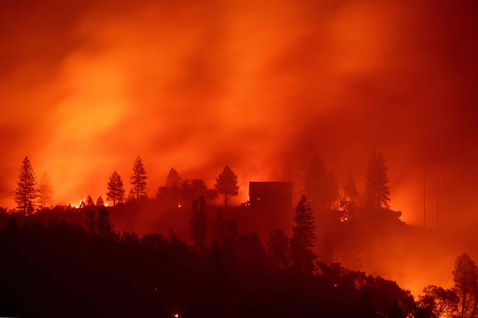 'Het Kampvuur', worden de branden in Californië ook wel genoemd. De vlammen hebben al minstens 25 mensen het leven gekost.