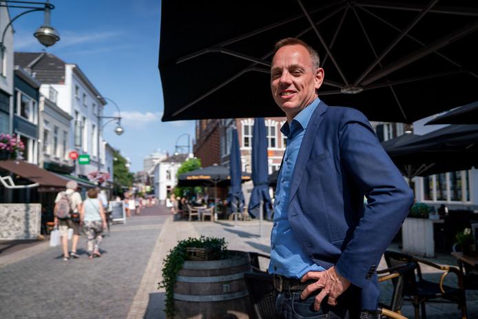 Oud-wethouder van Arnhem Ron König op de Jansplaats in de Gelderse hoofdstad.