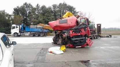 Zware aanrijding tussen vrachtwagens in Maldegem