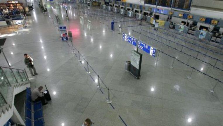Een lege vertrekhal op het vliegveld van Athene. ANP Beeld