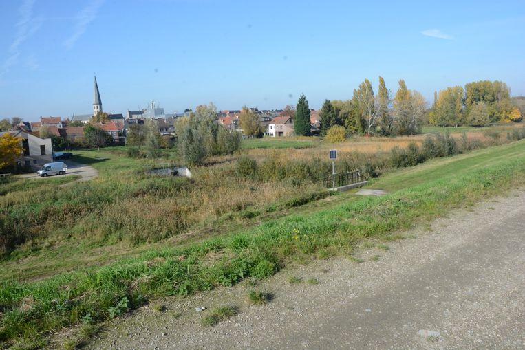 De man slaat vooral toe op het jaagdpad op de dijken in de Polders van Kruibeke.