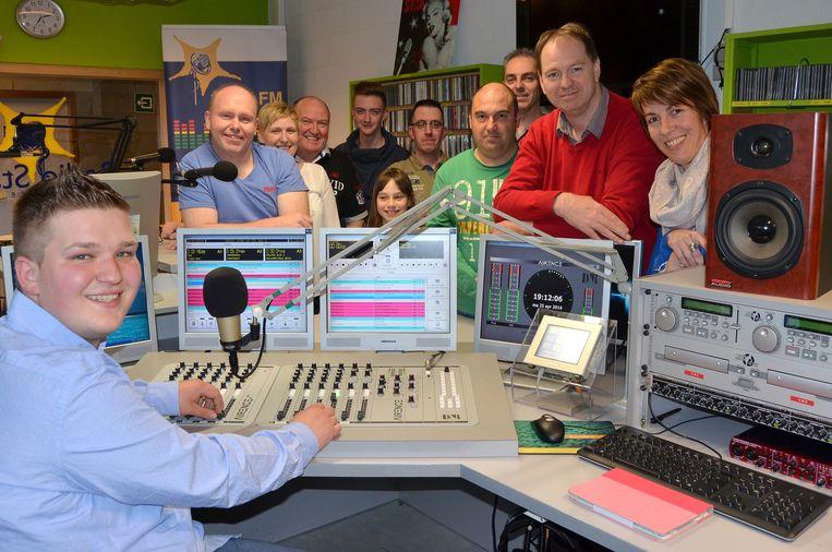 De medewerkers in de studio van Radio Star.