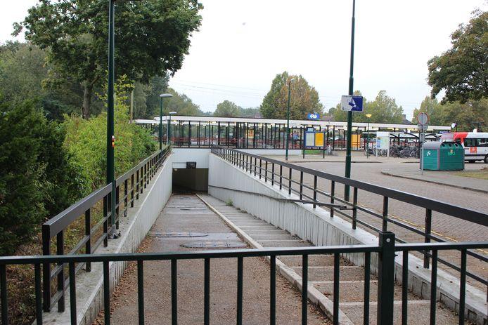 De oostzijde van de stationstunnel in Heeze.
