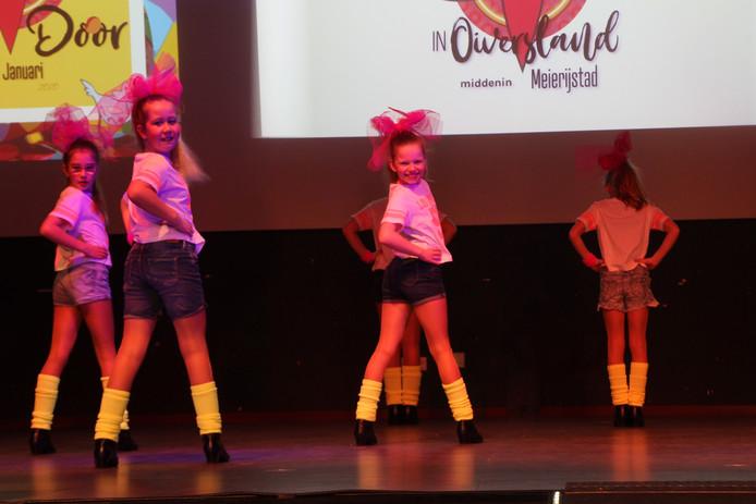 De dansmariekes treden verschillende keren op tijdens de Prinsenzitting.