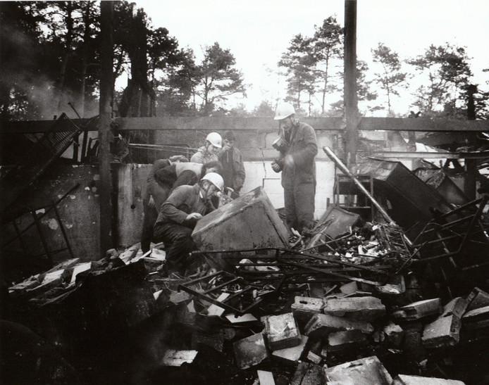 De ravage die overbleef na de grote brand op het Vennenbos in Hapert in 1989.