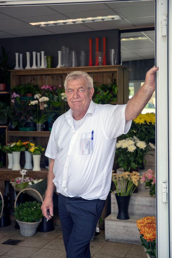 Gert van den Born in zijn winkel.