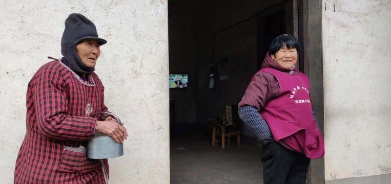 Fan Hanying en haar vriendin He Baoxian. Beeld Eefje Rammeloo