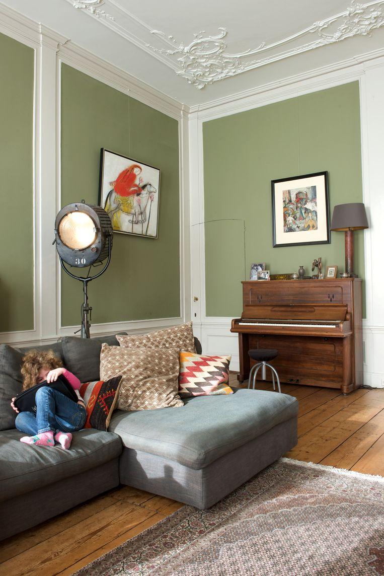 'Het schilderij boven de piano heeft mijn grootmoeder gemaakt, zij was kunstenares.' Beeld Anke Leunissen