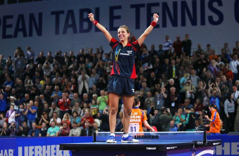 De Roemeense Elizabeta Samara wint de finale van het EK tafeltennis tegen Li Jie. Beeld null