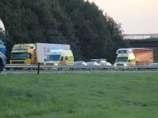 Twee gewonden bij groot verkeersongeluk op A1 bij Enter