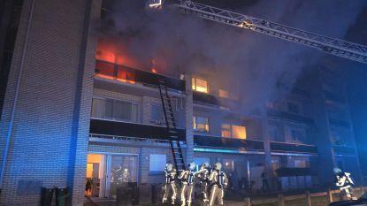 Uitslaande brand in appartementsgebouw in Ciamberlanidreef