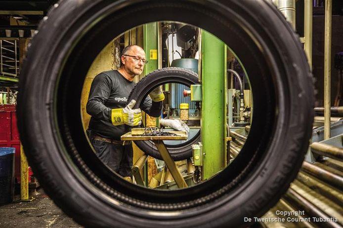 Bij Vredestein in Enschede verdwijnen 750 banen. De groei ontstaat in Hongarije, waar met bijna 100 miljoen staatssteun een nieuwe fabriek werd gebouwd door Apollo-Vredestein.
