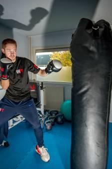 Kickbokser Lars (25) uit Druten: 'In mijn sportkamer kan ik al mijn energie kwijt'