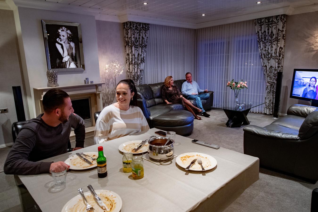 Yordi woont al 3 jaar in bij de ouders van Angela op Teersdijk