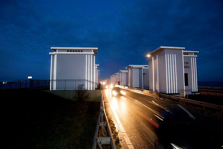 Reflecterende sluisgebouwen bij de Afsluitdijk. Beeld ANP