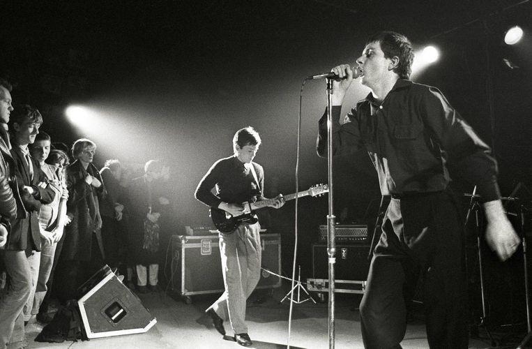 Joy Division treedt op in Rotterdam, januari 1980. Beeld Rob Verhorst / Getty