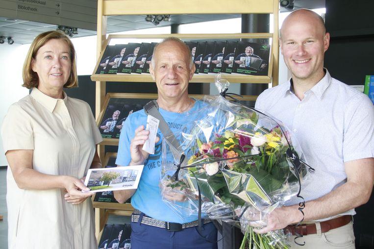 Roger Gijsbrechts wordt in de bloemetjes gezet
