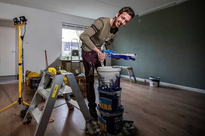 Denny Broekhuis uit Deventer liet de woning vier dagen later op naam zetten voor een flink belastingvoordeel.