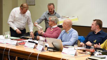 De Kolleblomme deelt voedselpakketten uit op gemeenteraad