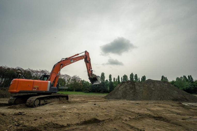 De voorbereidende werken voor de nieuwe korfbalvelden zijn al gestart.