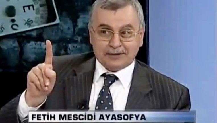 Fragment van een Turkse talkshow waarin rector Ahmet Akgündüz te gast is. Akgündüz in Turkije treedt regelmatig aan als theoloog en commentator. Beeld TVnet