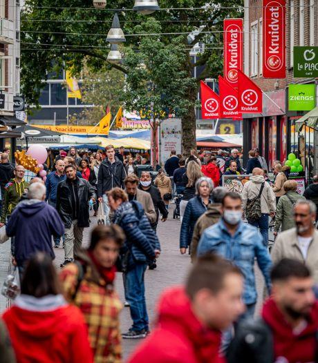 De Enschedese binnenstad blijft trekken, ondanks de opleving van het coronavirus