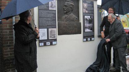 Gedenkplaat uitvinder Karel van de Poele in ere hersteld