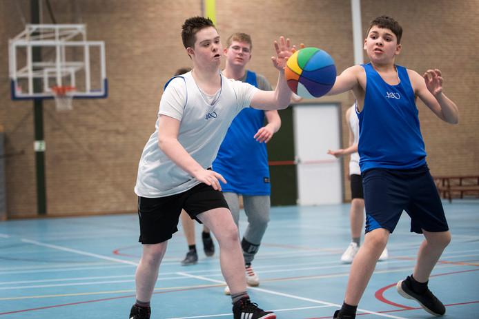 Basketballen in de geest van Ton Rolvink. Met sportiviteit, teamgevoel en onderling respect als kernwaarden.