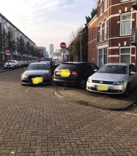 Wijkraad Feijenoord smeekt de gemeente om betaald parkeren in te voeren