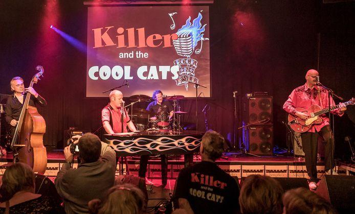 De band Killer and the Cool Cats treedt zaterdagavond op tijdens een Back to the Sixties-avond in Nijverdal