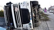 Wegreus dendert naast de weg: trucker lichtgewond