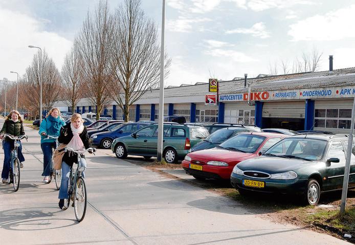De autobedrijven aan de Buitenbaan.