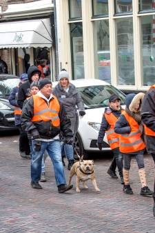 Dog Training School loopt protestmars door Schiedam
