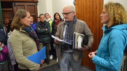 540 handtekeningen voor afslanking plannen Zomerhuis